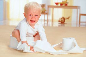 ребенок плачет на горшке