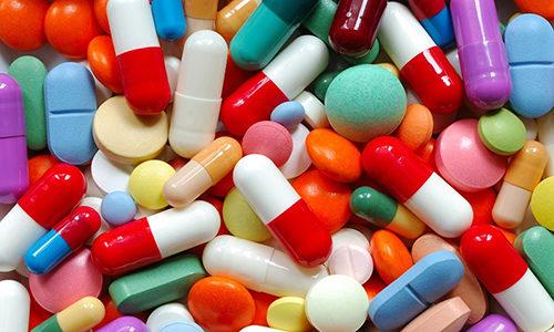Для снятия неприятных ощущений применяют несколько групп лекарственных средств, среди которых: антибиотики, диуретики, нестероидные противовоспалительные средства